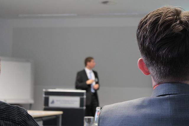 מרצים והרצאות – כי ידע זה כוח