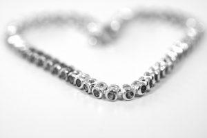 תליוני יהלומים - אם את לא אוהבת טבעות