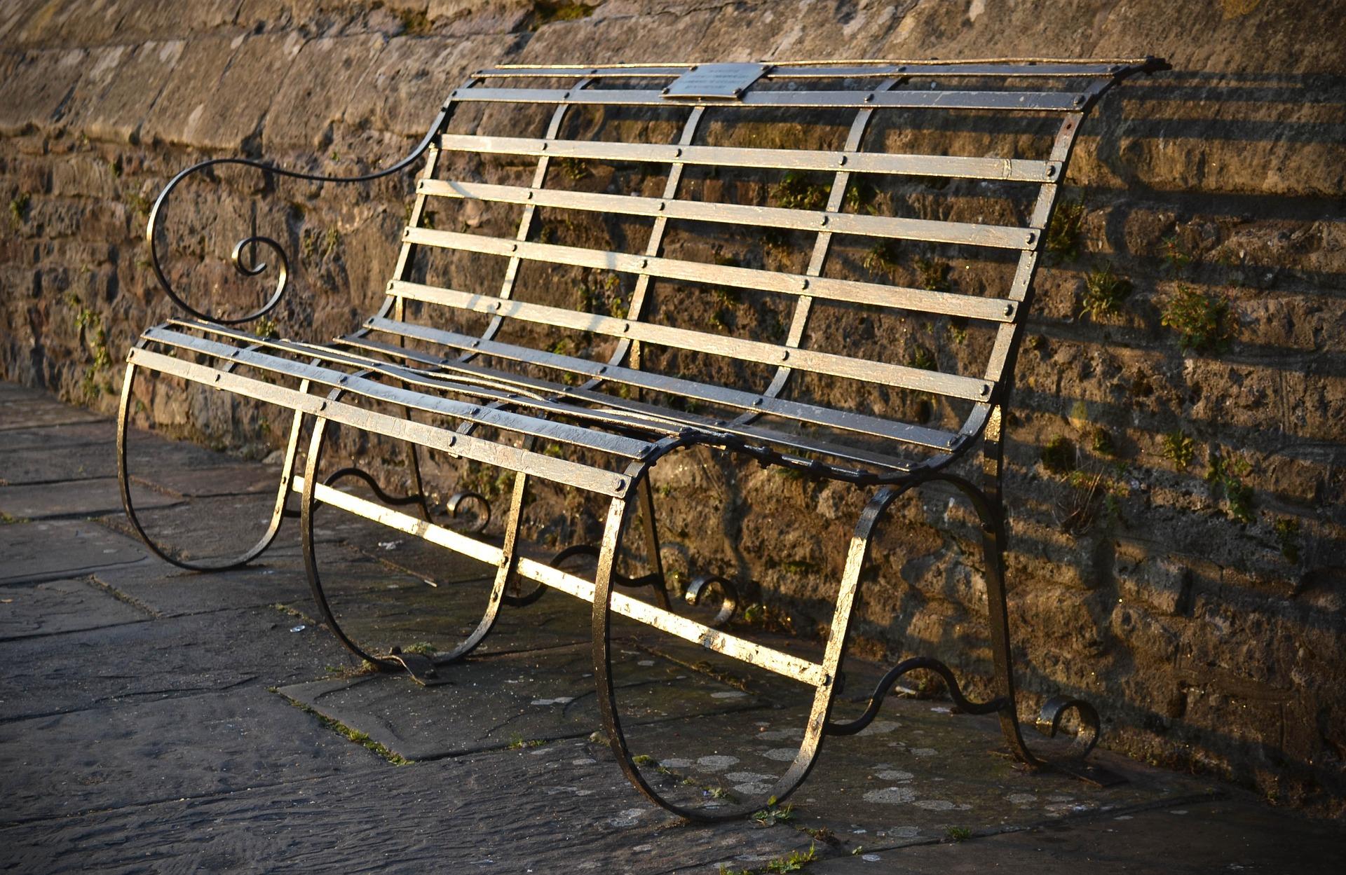 ספסל ממתכת