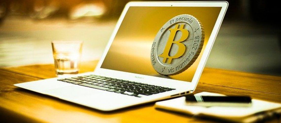 bitcoin-3090250_640